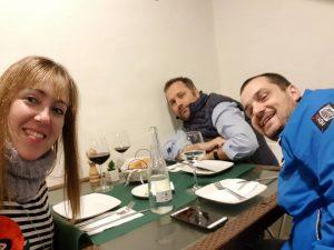 Tras una dura jornada laboral en los Juzgados de Santa Cruz de La Palma, un pequeño almuerzo junto a nuestro compañero de TENERIFE, Domingo Castillo Gil y con el perito D. Máximo Lorenzo.